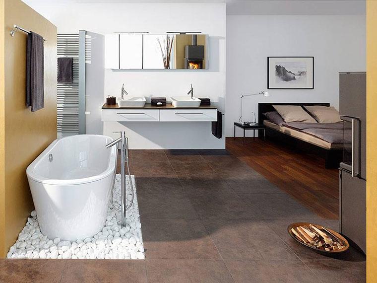 Schlafzimmer mit integriertem Badezimmer